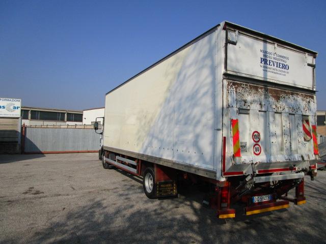 Camion a Noleggio Verona con sponda caricatrice